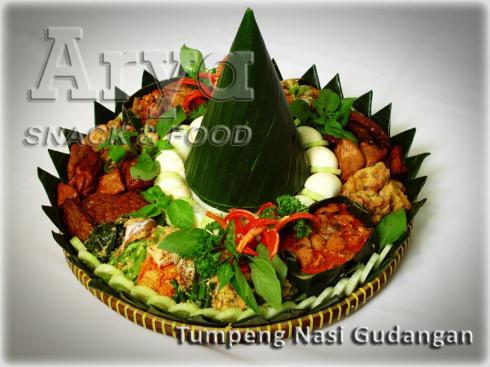 Tumpeng Nasi Gudangan